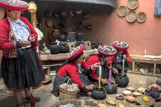 colours of peru-local-living-weaving-cusco